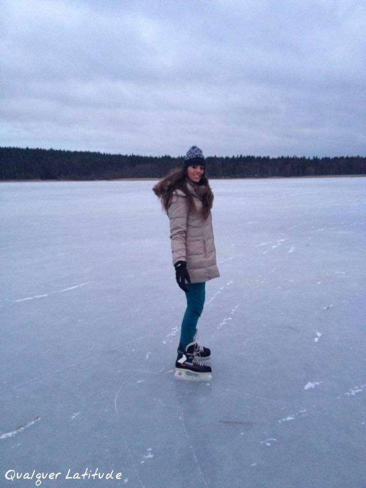 Patinando no lago congelado